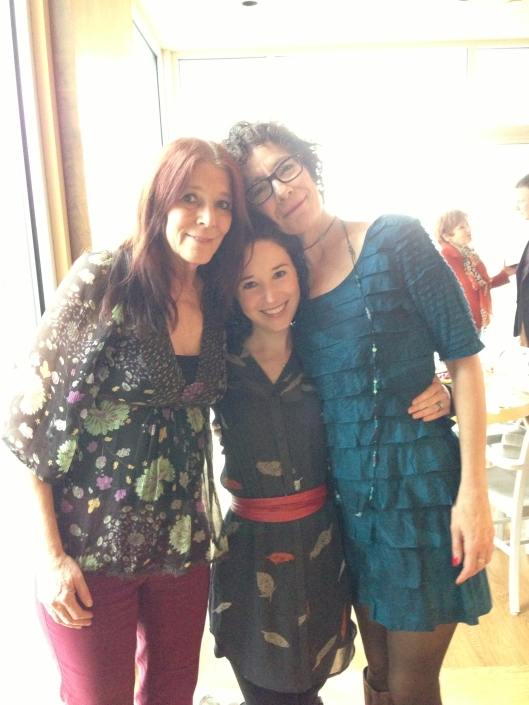 I'm sandwiched between two super talented ladies!