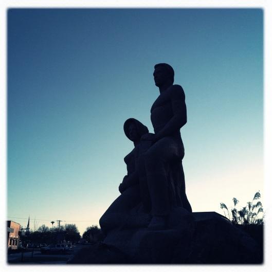 statue shilouette